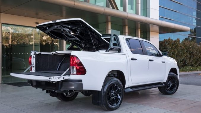 2018 Toyota HiLux Rogue rear