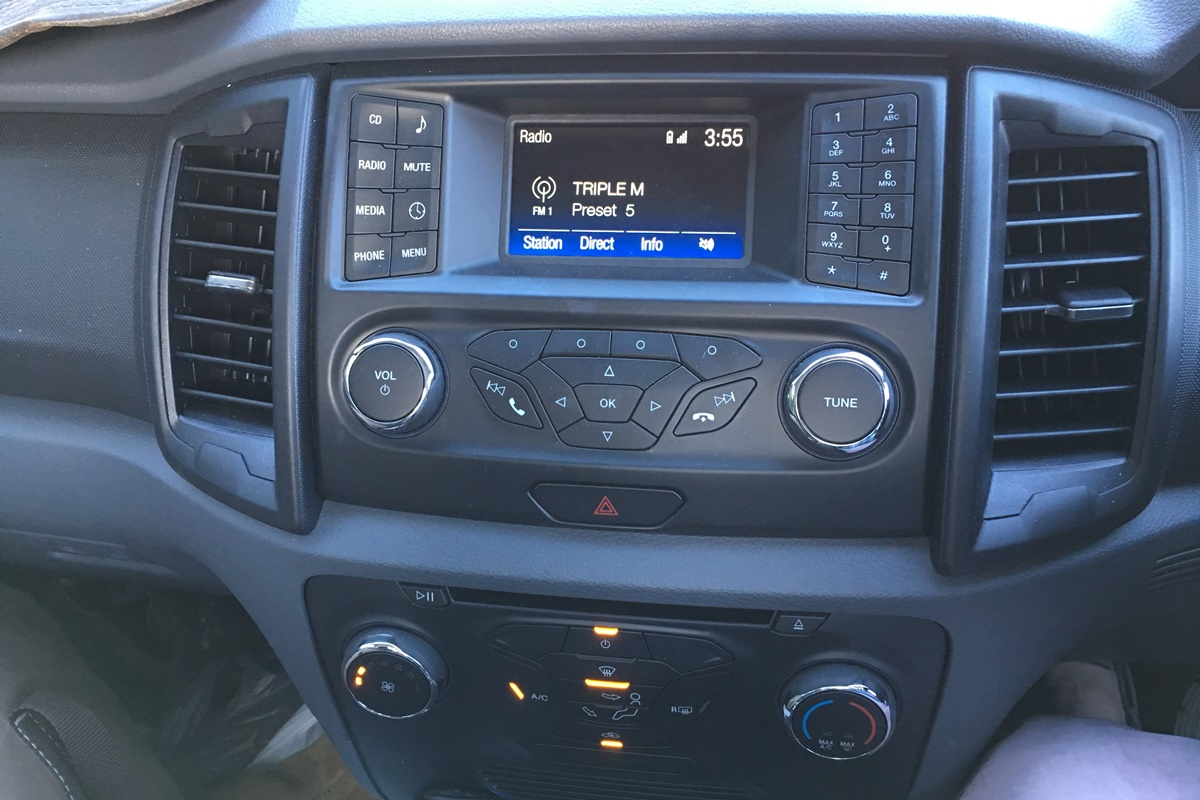 Ford Ranger centre console 9