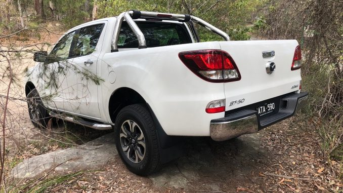 2018 mazda bt-50 gt side and rear