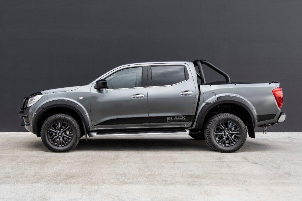 Nissan Navara ST Black Edition side