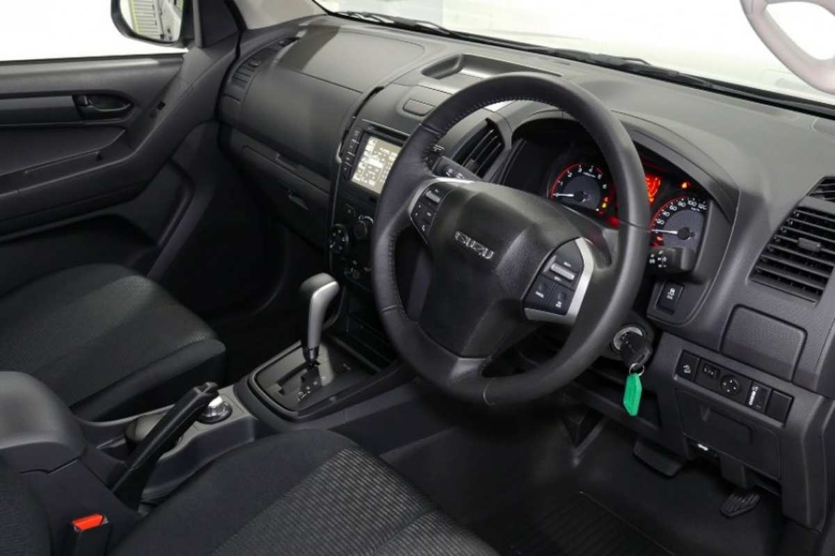 2020 Isuzu D-MAX SX 4X2 Space Cab Ute 13 interior dash