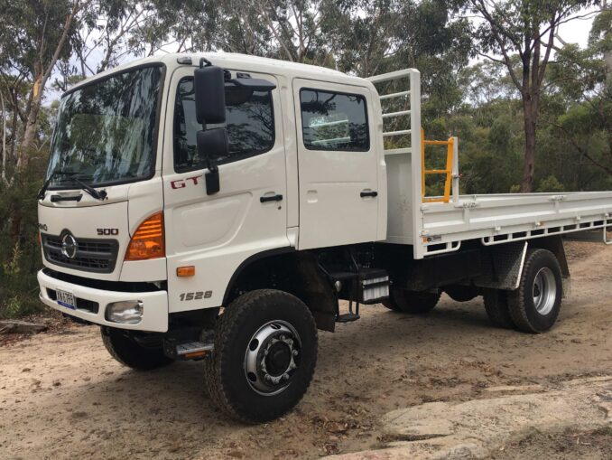HINO 500 Series 1528 4X4 GT exterior 1