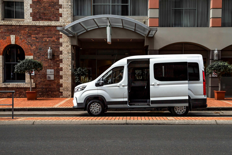 LDV Deliver9 Bus front 2