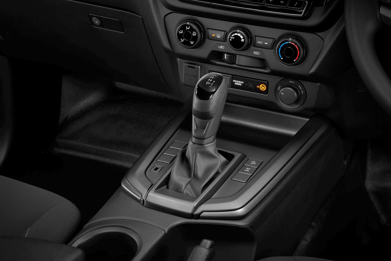 Isuzu D-MAX SX Space Cab Front console